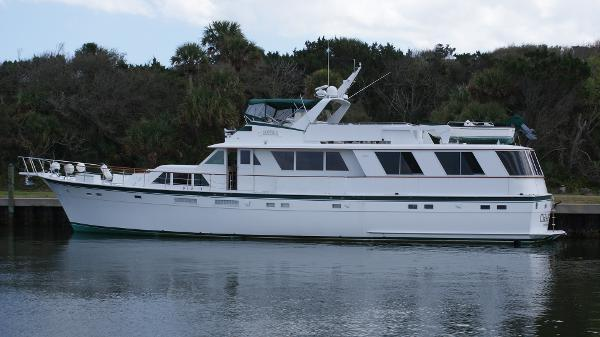 Hatteras Flybridge Motoryacht Extended Aft Deck