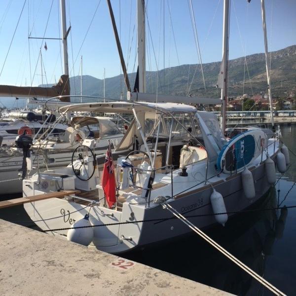 Beneteau Oceanis 38 Weekender Moored up