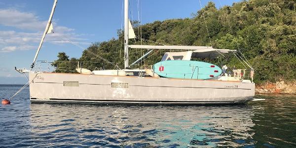 Beneteau Oceanis 38 Anchored up