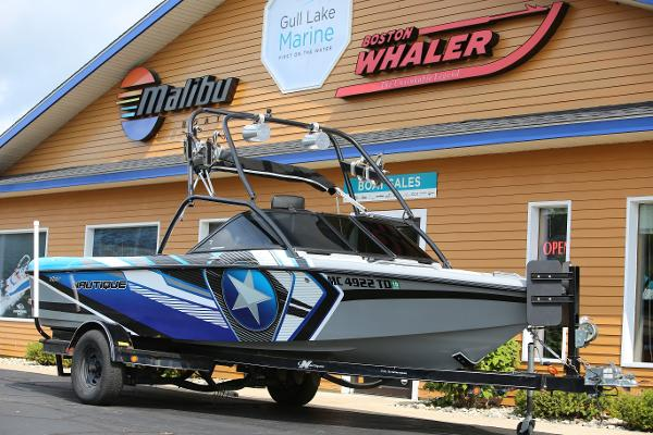Correct Craft Air Nautique 216 le