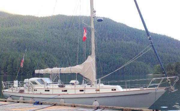Morris Yachts Ocean Series 44 / 46 At the dock