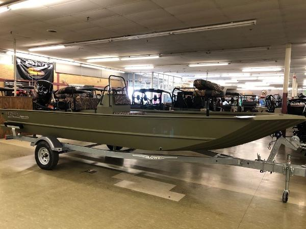 Lowe Boats Roughneck 2070 CC