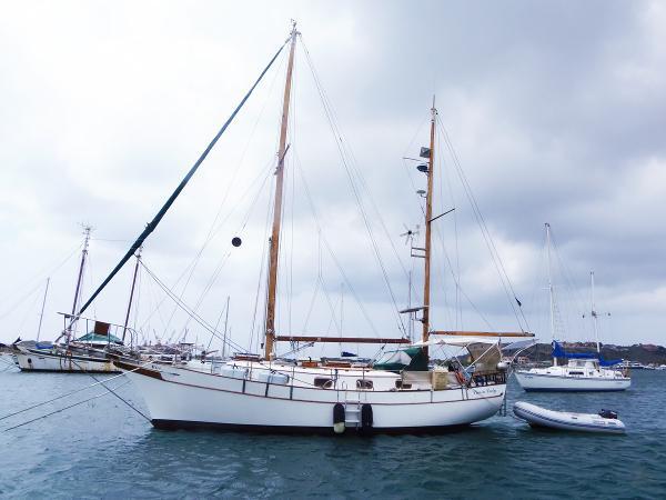 Marine Trading Island Trader 37