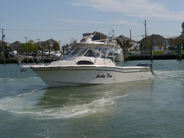 Grady-White 300 Marlin profile.jpg