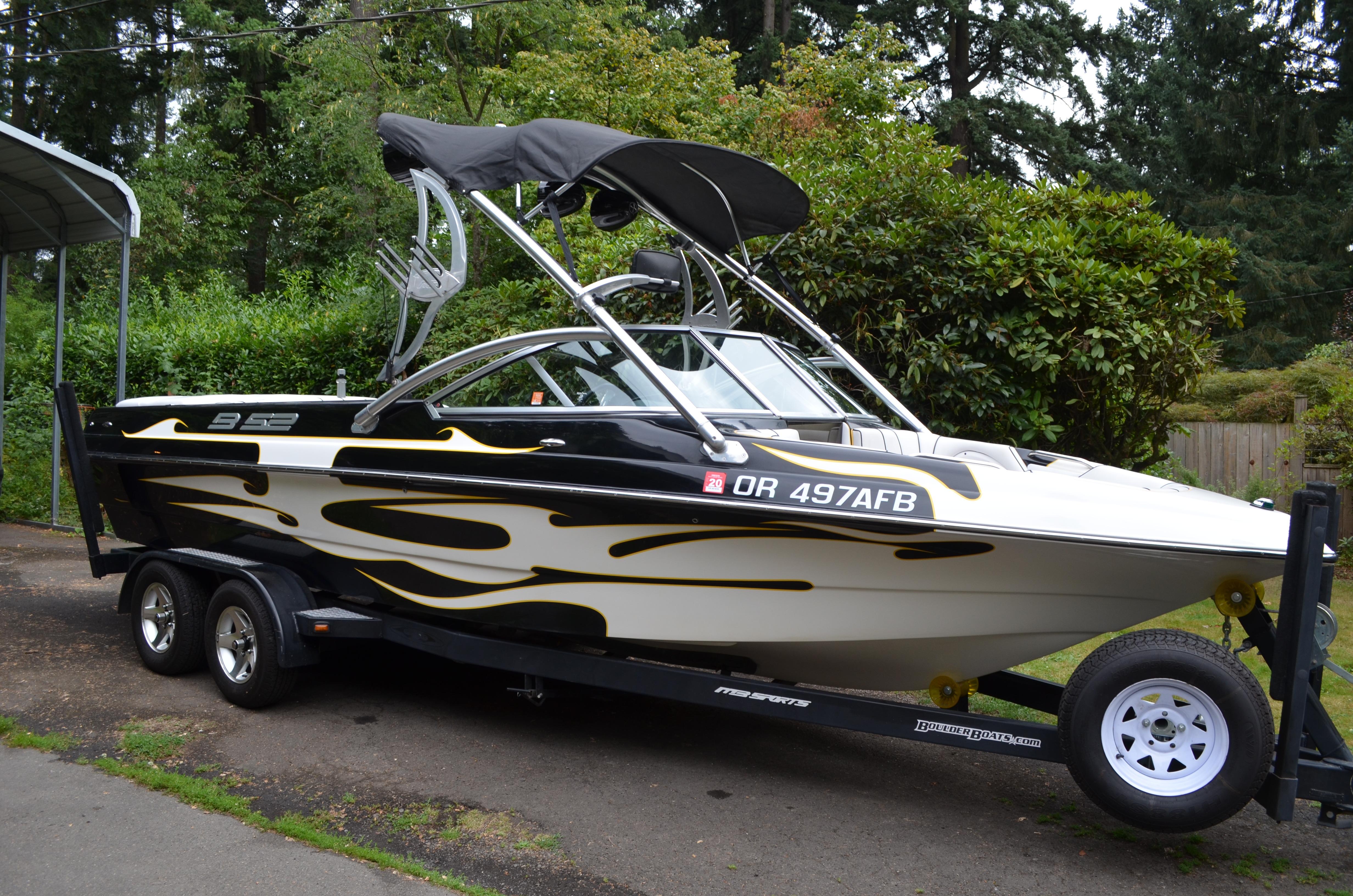 MB B52 V23 Wakeboard Boat