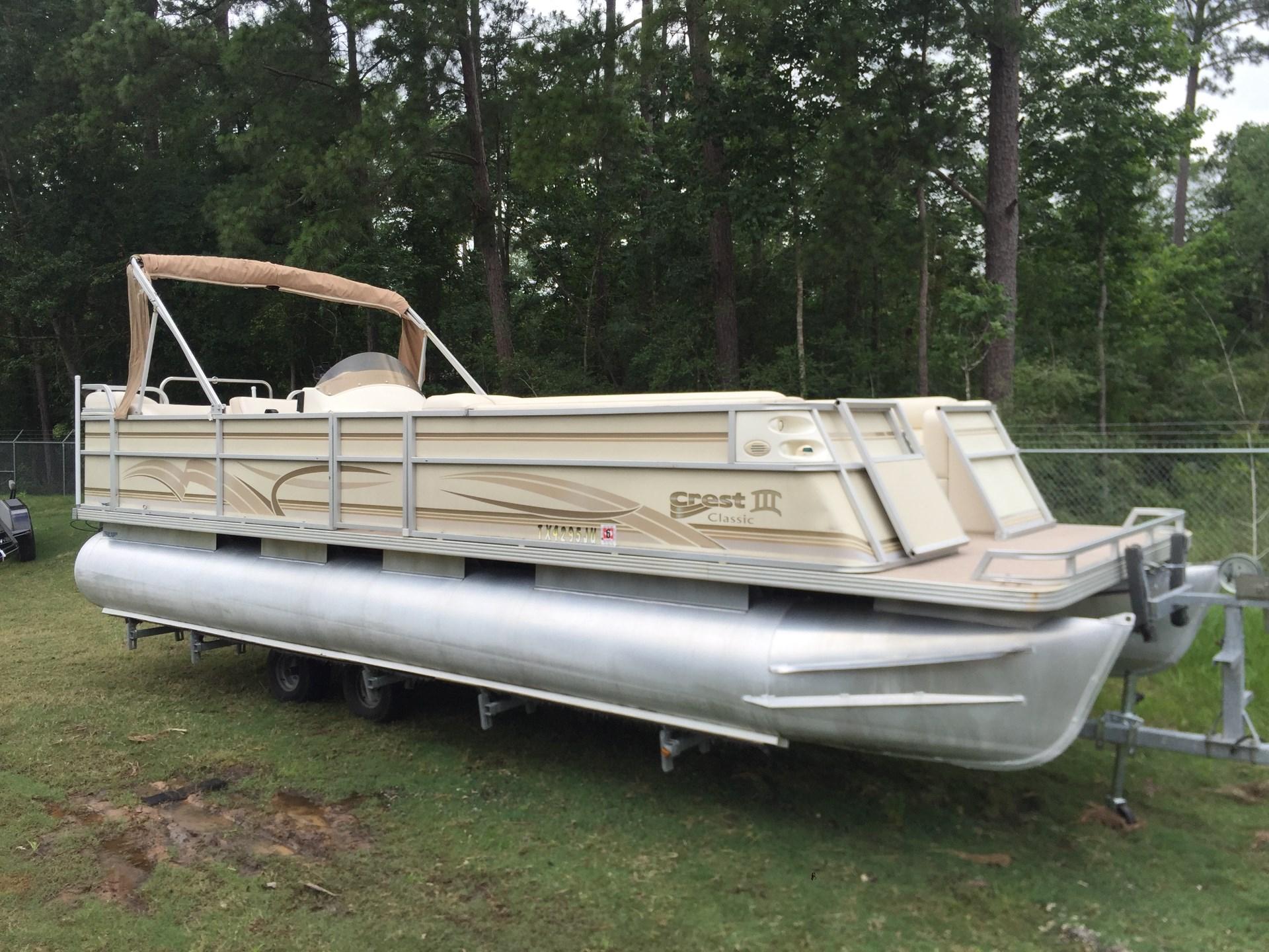 Crest Pontoon Boats III Classic