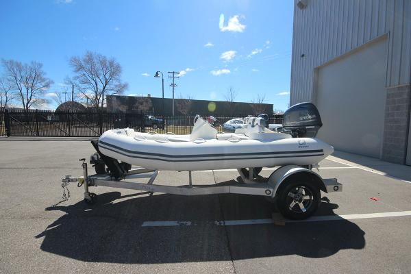 Zodiac Yachtline 400 Deluxe NEO 50hp In Stock