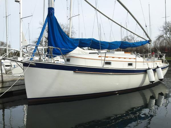 Nonsuch 26 Bow port side