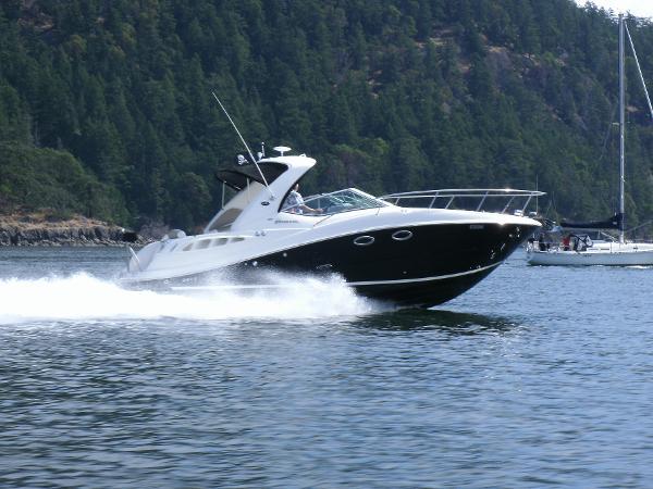 Sea Ray 290 Sundancer Cruising