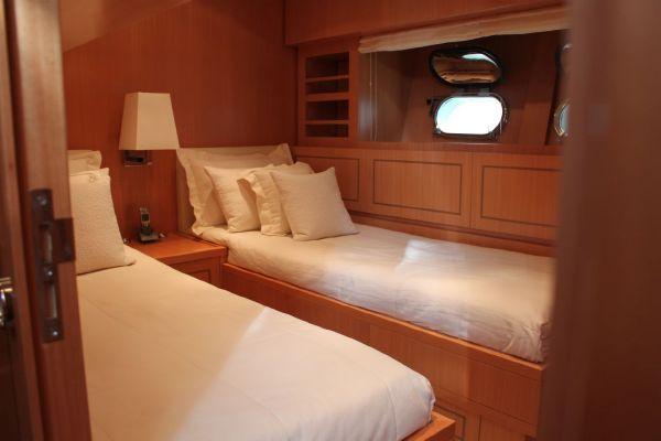 Leopard 27 - twin cabin