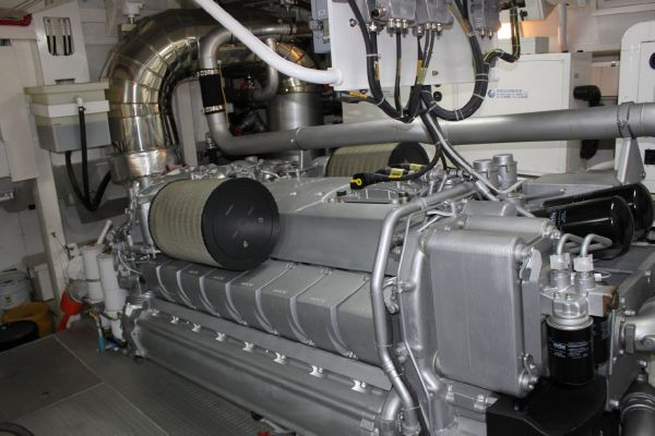 Leopard 27 - engine room
