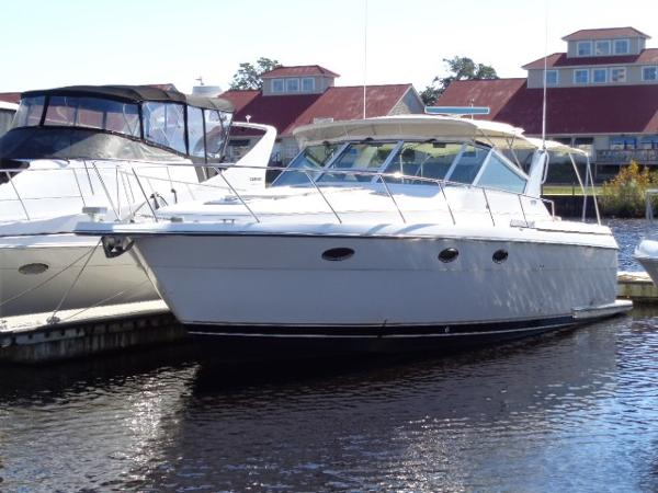 Tiara 3500 Express Port profile