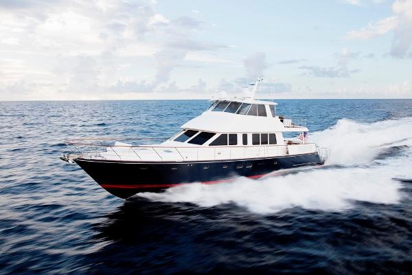 Hunt 80 Ocean Series Flybridge