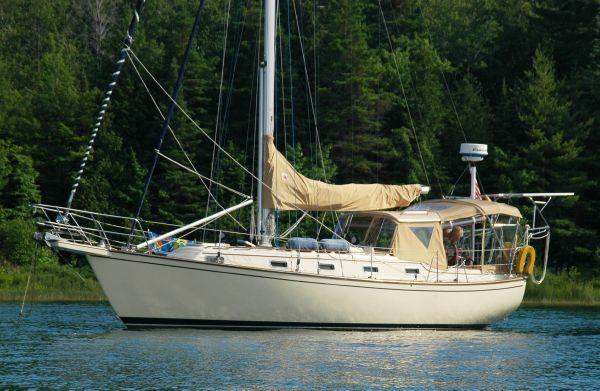 Island Packet 35 W/Bow thruster