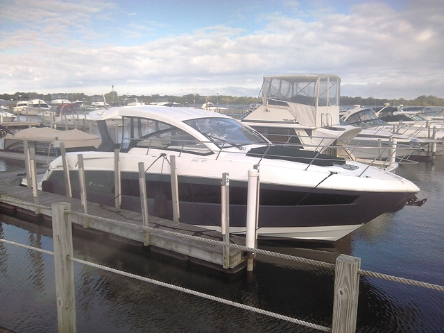 Cruisers Yachts 390EXPRESS