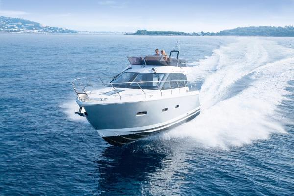 Sealine F380 Manufacturer Provided Image: Sealine F380 Cruising
