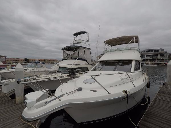 Bayliner 3788 Command Bridge Motoryacht Port Bow