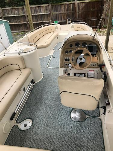 Sea Ray 240 Sundeck Cockpit