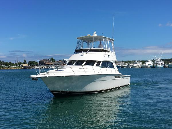 Tiara 4300 Convertible Port Bow
