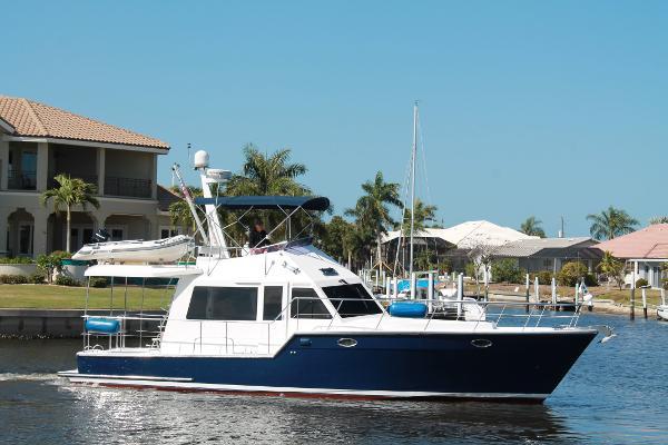 Island Pilot 435 Crossover Trawler Island Pilot 435 Crossover Trawler Profile
