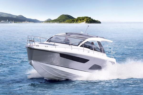 Sealine S330 Manufacturer Provided Image: Sealine S330