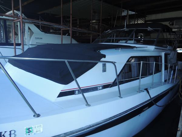 Chris-Craft Catalina 381 Port Side/Foredeck Seating
