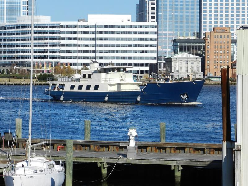 Custom DEFOE SHIPBUILDING Explorer