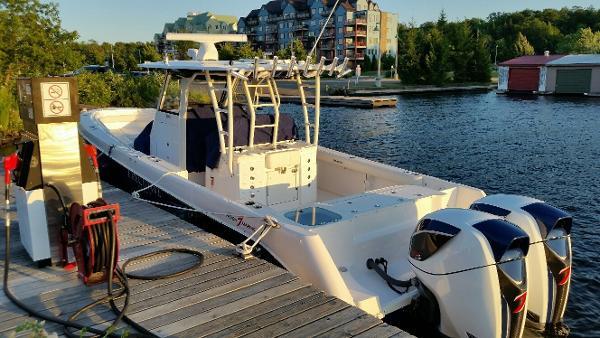 Everglades Boats 355 CC