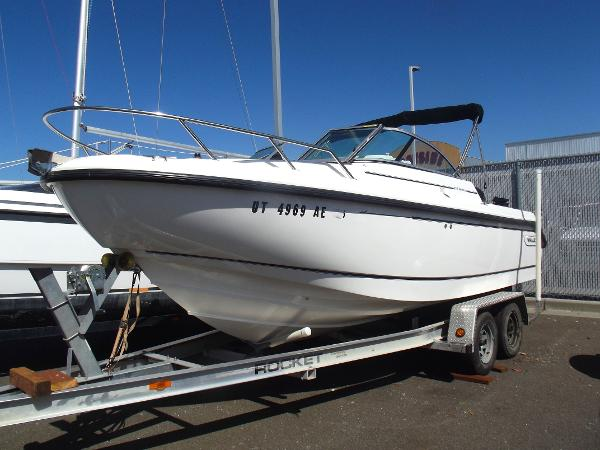 Boston Whaler VENTURA 210