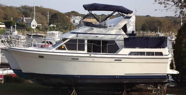 Tollycraft 34 Sundeck Motor Yacht