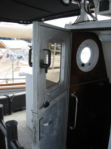 Aft hatch, note dogs