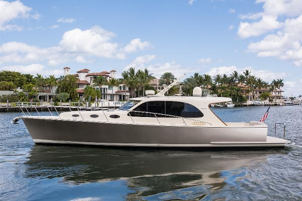 Palm Beach Motor Yachts PB42 Profile