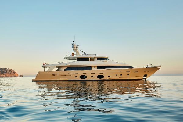 Ferretti Yachts Custom 33m
