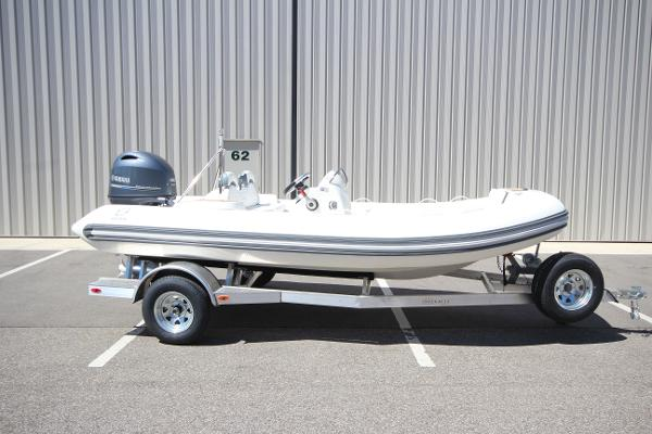 Zodiac Yachtline 490 Deluxe NEO 90hp In Stock