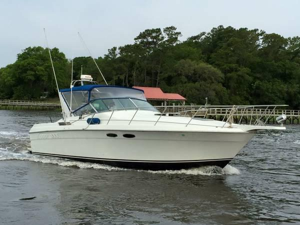 Wellcraft Gran Sport 3400 Underway Starboard Side