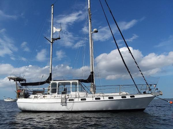 Morgan Out Island 415 PH Ketch Profile_starboard moored