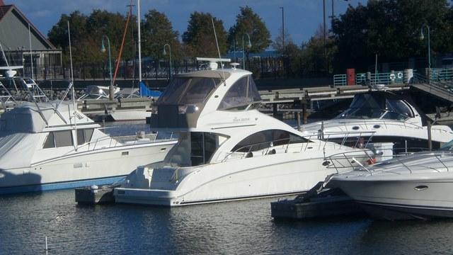 Sea Ray 36 Sedan Bridge