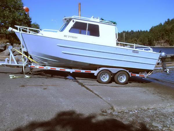 Cruisers Sport Fisher, Cabin Cruiser