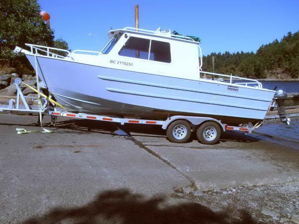 Cruisers Sport Fisher, Cabin Cruiser