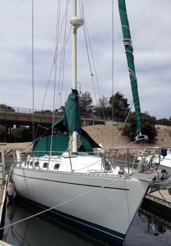 Morgan / Catalina Center Cockpit At dock