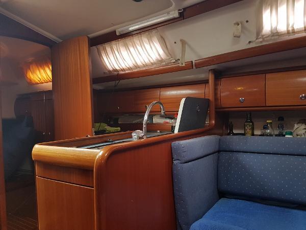Bavaria 36 Cruiser Galley - Cocina - Pantry