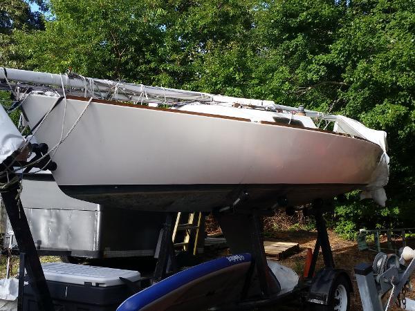 J Boats 22