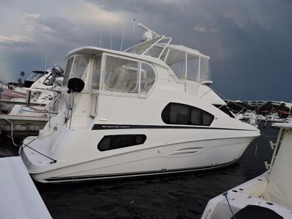 Silverton 39 Flybridge Motor Yacht Profile