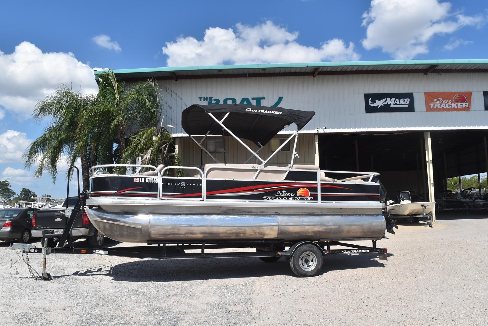Sun Tracker Fishin' Barge 22 DLX , 90 Four Stroke
