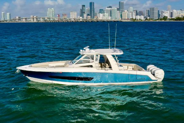 Boston Whaler 420 Outrage Port side