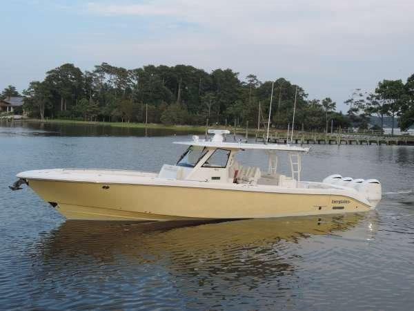 Everglades Boats 435 Center Console Profile at rest