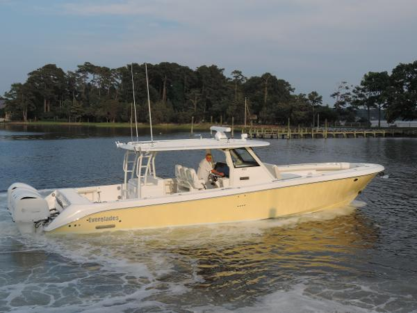 Everglades Boats 435 Center Console Profile