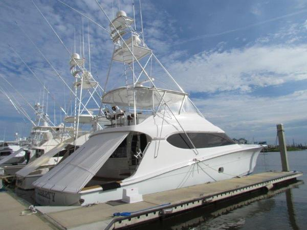 Hatteras Convertible Profile Starboard Forward
