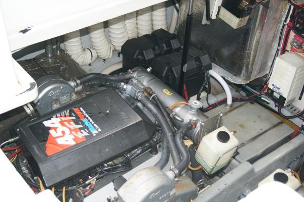 Luhrs Tournament 320 Open Port Engine