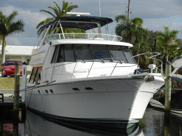 Bayliner 4788 Pilot House Motoryacht At the dock..